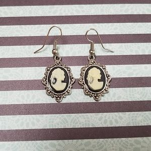 Accessories - Classic cameo earrings